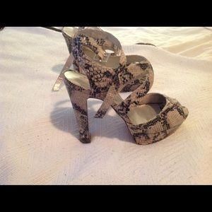 🐾Snake pattern heels sandals🐾